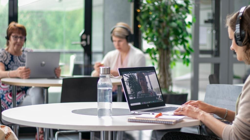 Yritysneuvojakoulutuksessa voit opiskella täysin verkko-opintoina.