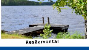 SYOtaito-kesäarvonta. Laituri järvellä ja oikealla koivu.